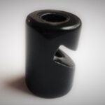 keramikinis-laido-kabliukas-lubinis-juodas.jpg